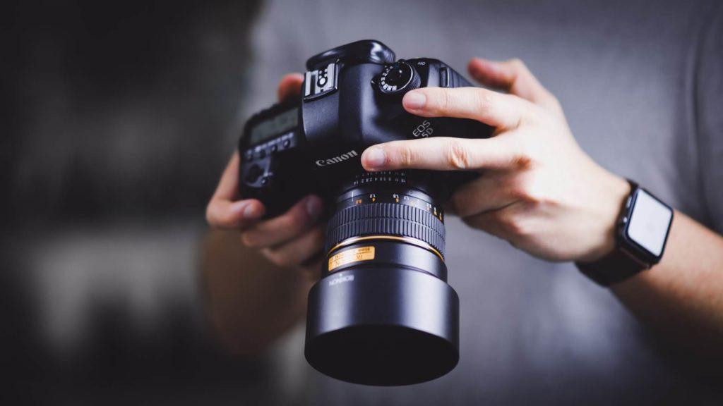 איך לבחור צלם מגנטים?
